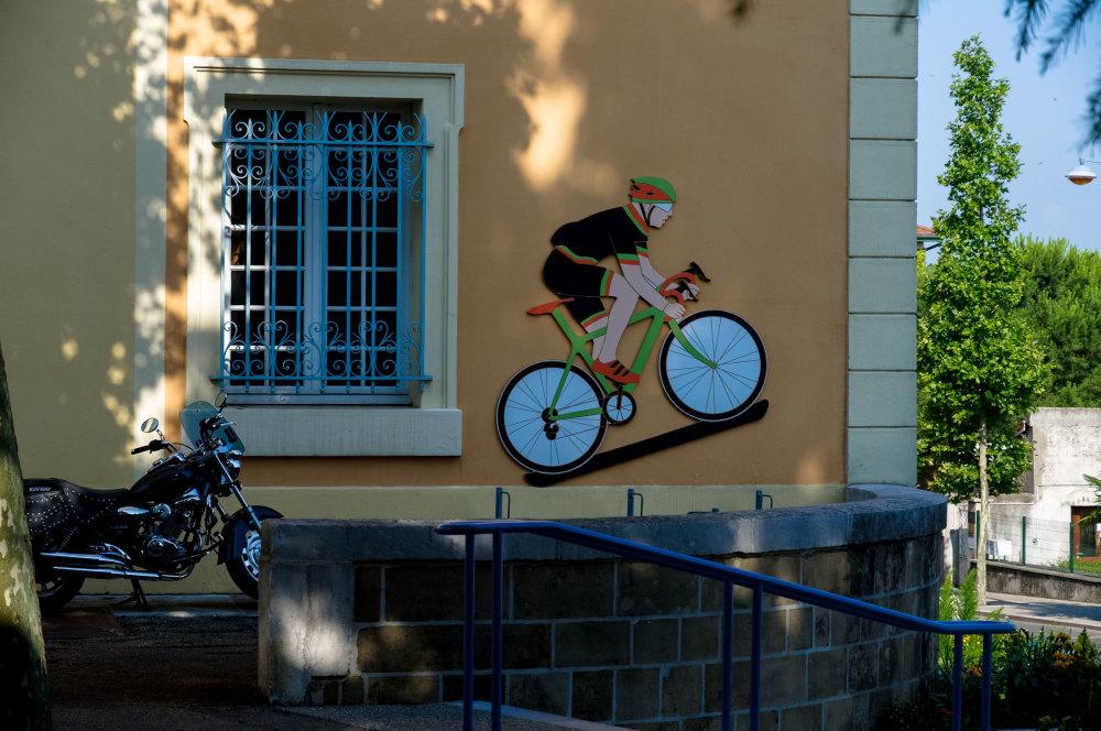 Drome 26 Bourg-de-Peage Cyclisme mur moto