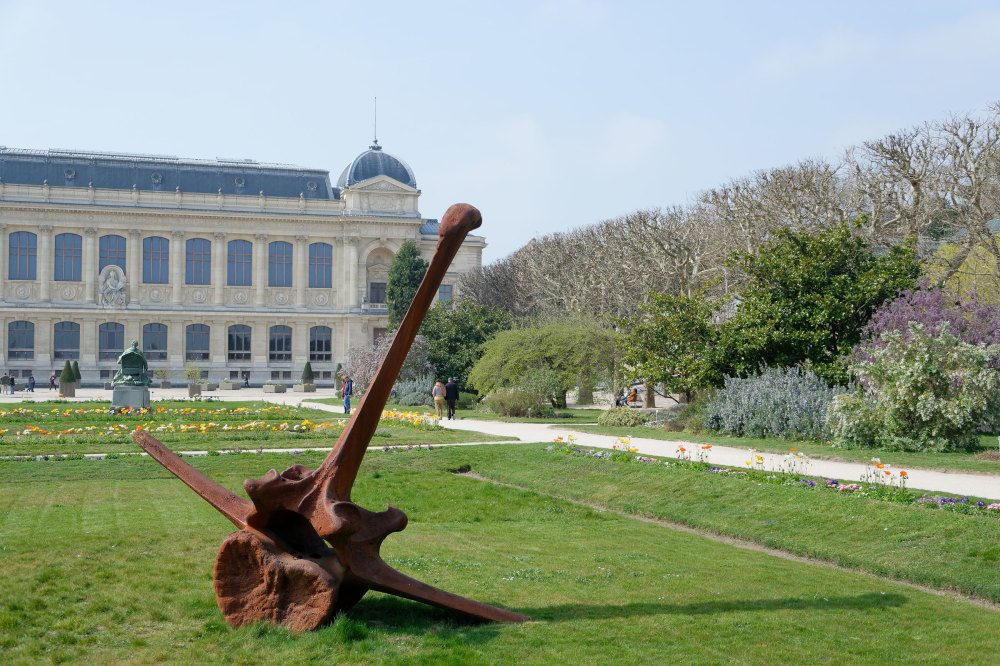 Paris Jardin Art Sculpture