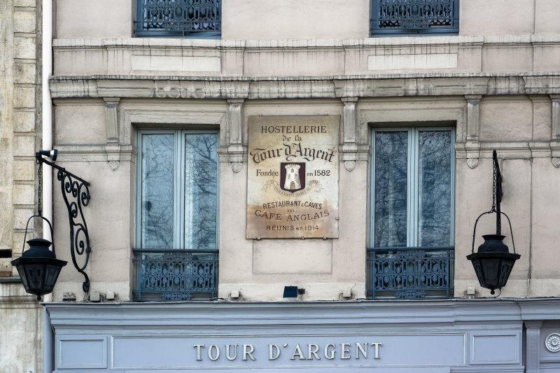Paris Enseigne Restaurant