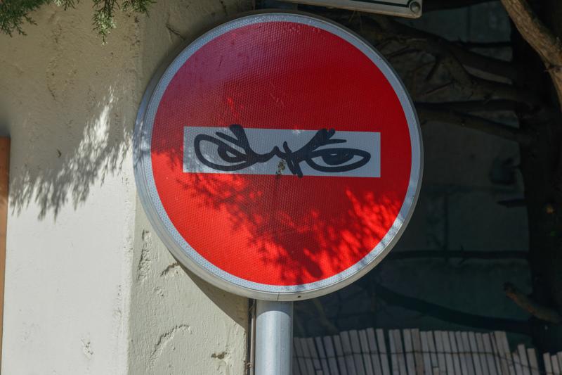 Antibes Panneau Visage Graffiti