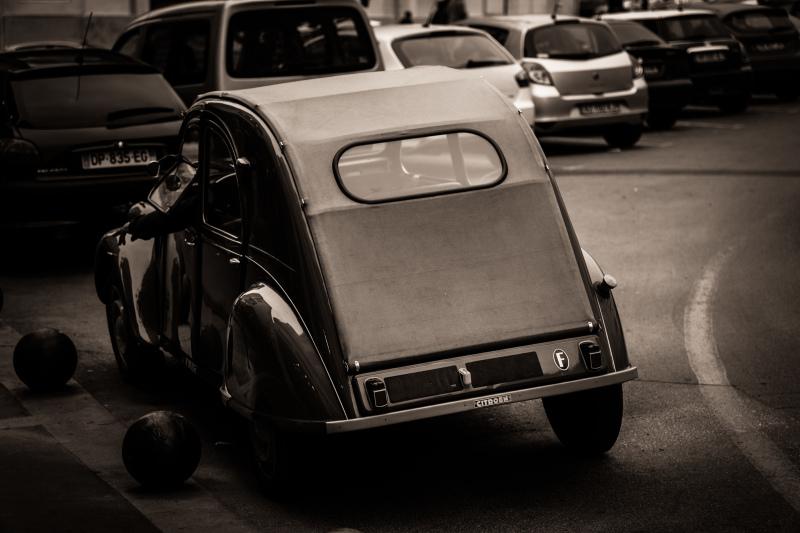 Automobile Citroen 2CV N&B