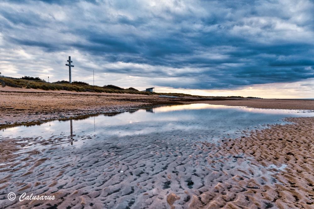 Croix plage reflet monument paysage