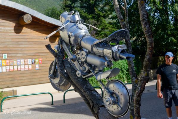 Drome 26 Leoncel art statue moto