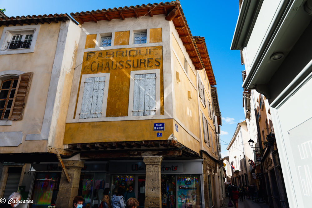 facade Architecture isle Sorgue Vaucluse Publicité