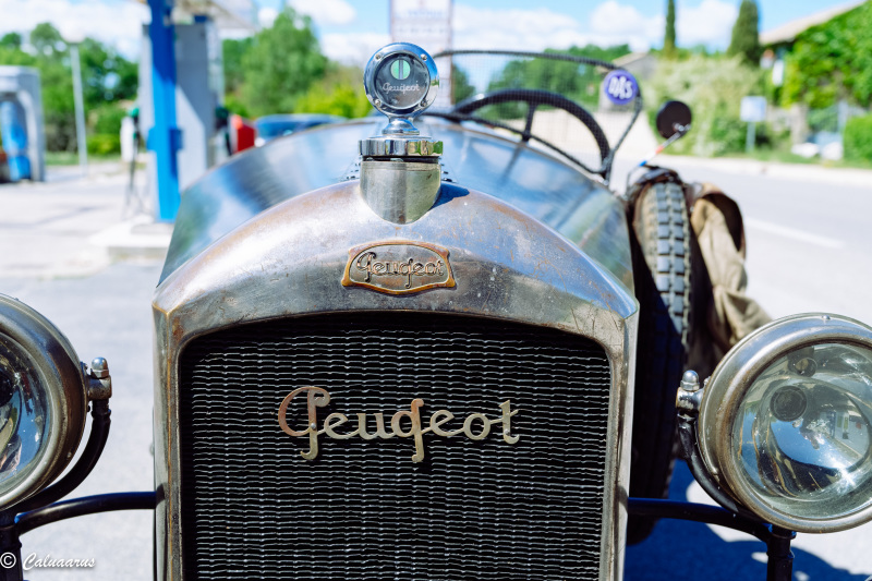 Automobile Peugeot Gros Plan Gordes