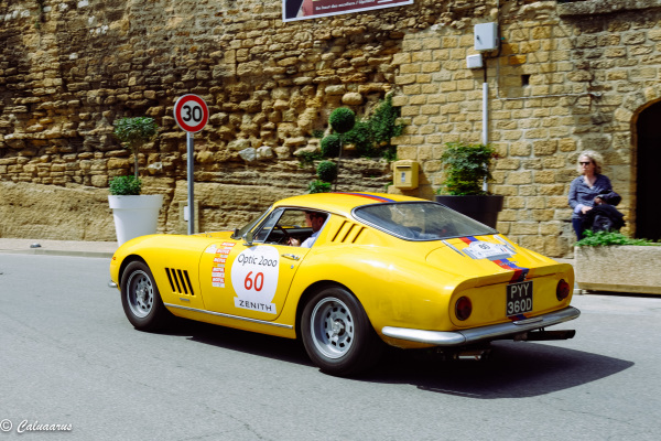 Automobile Ferrari Chateaunef Pape Vaucluse