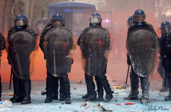 affrontement entre gendarme et manifestants