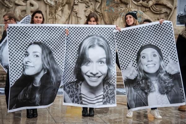 L'artiste JR installe son photomaton géant à Paris