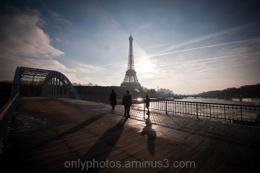 contre-jour sur la Tour Eiffel.