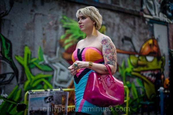 Jeune femme tatouee