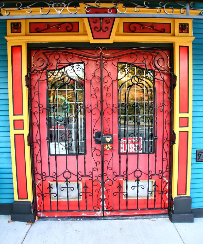 Red door i