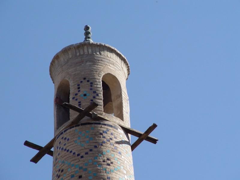 """shaking"" Minaret in Esfahan"