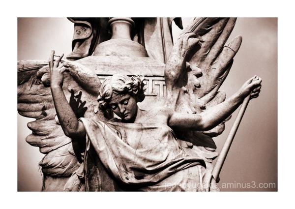 Escultura en el Cementerio de Guayaquil