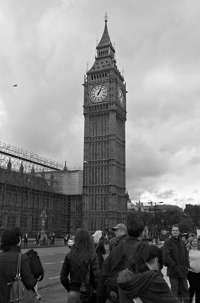 Big Ben and turists