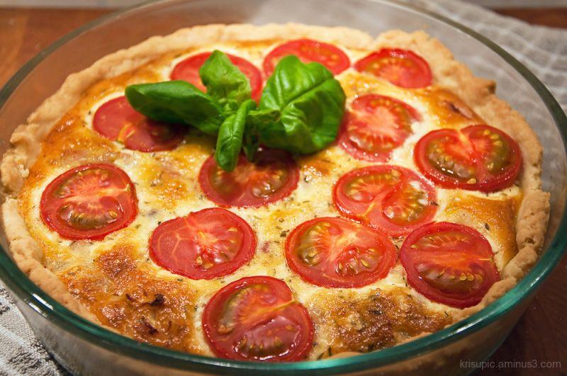 Pesto-tomato pie