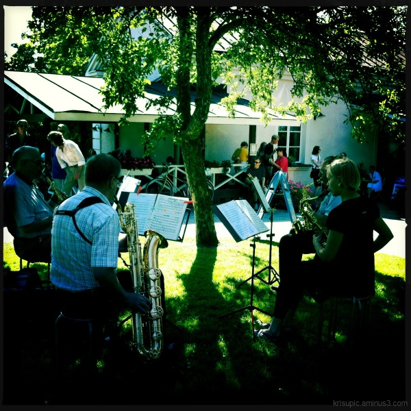Sunny afternoon at City Park with music