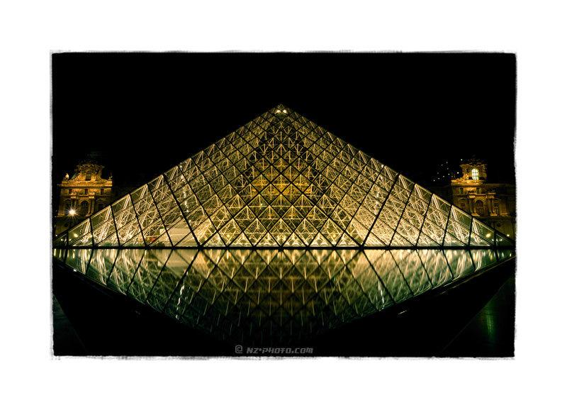 Pyramide Louvre Museum