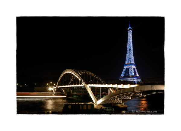 Eiffel tower at night over Passerelle Debilly