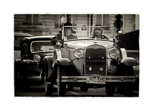 9e traversee de Paris. Old cars show.