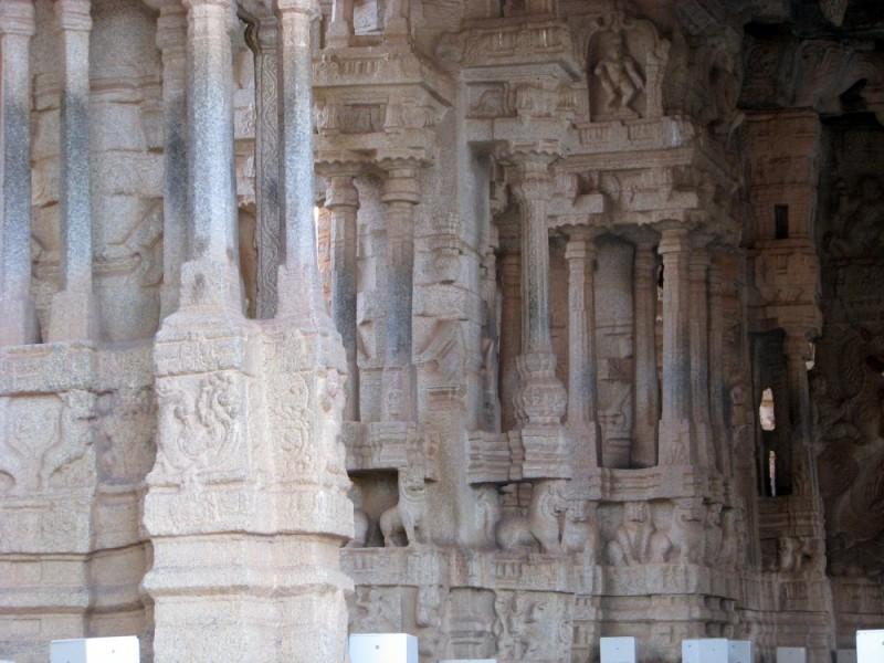 Musical pillars