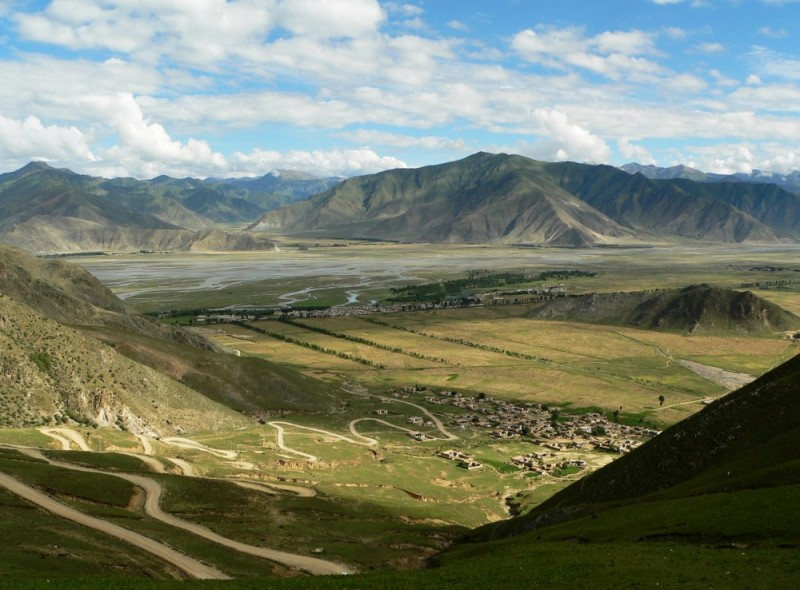 Road to the Ganden monastery,Tibet