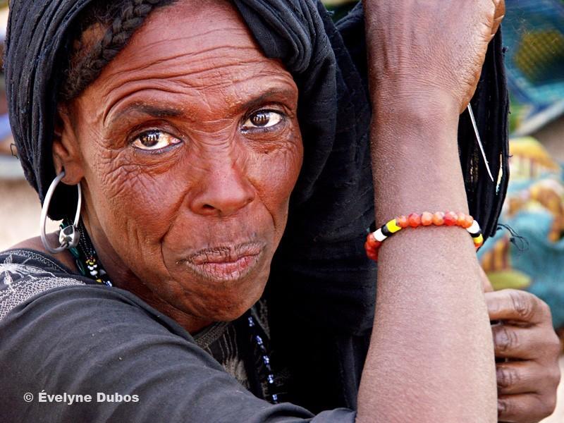 Le regard et la beauté d'une femme Touareg