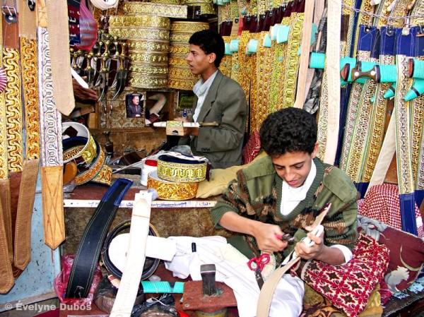 Une boutique de ceintures (Yémen)