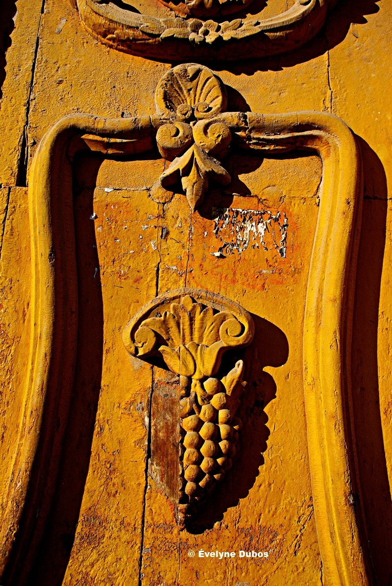 The old yellow door. (Bolivia)