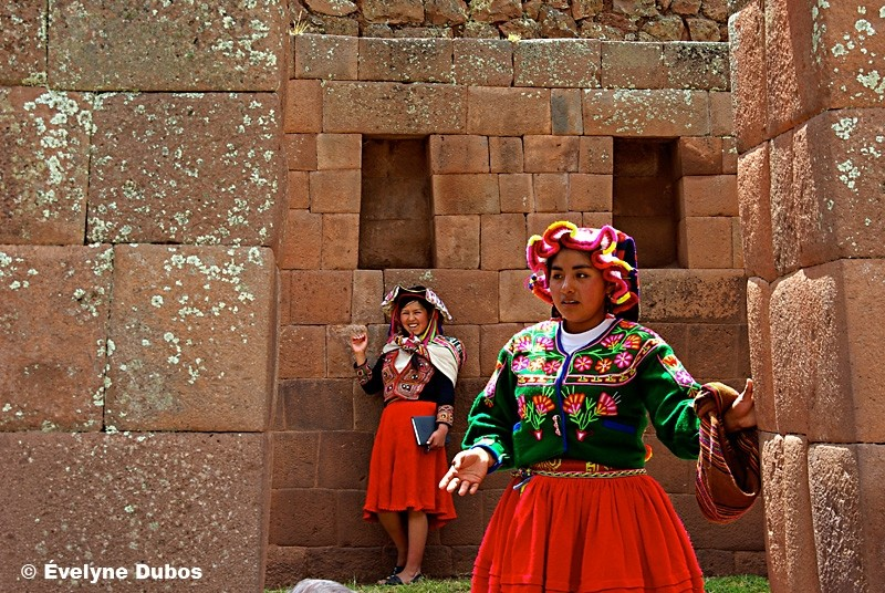 Meeting in ruins.   - Pisac, Peru -