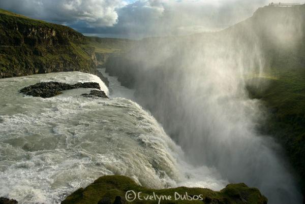 Dans la bruine de Gulfoss - (Islande)