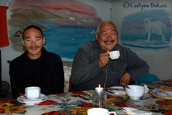 Petit repas aux bougies, entre amis...-Groenland-