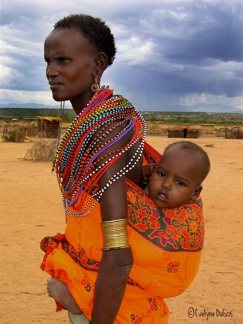 Femme et enfant Samburu.  (KENYA)