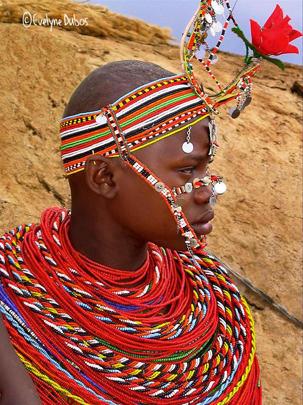 Toute de perles parée. (Tribu Samburu, Kenya)