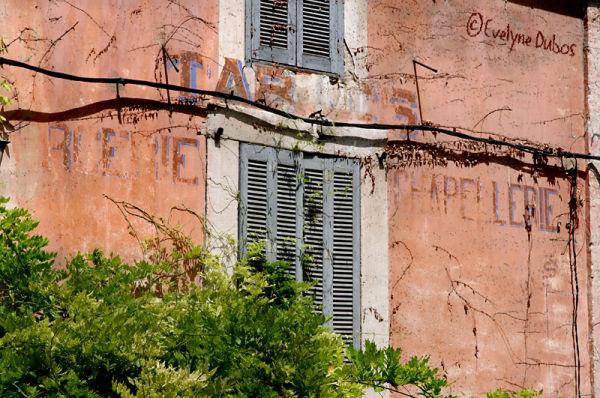 Les affres du temps (2) : les façades oubliées.