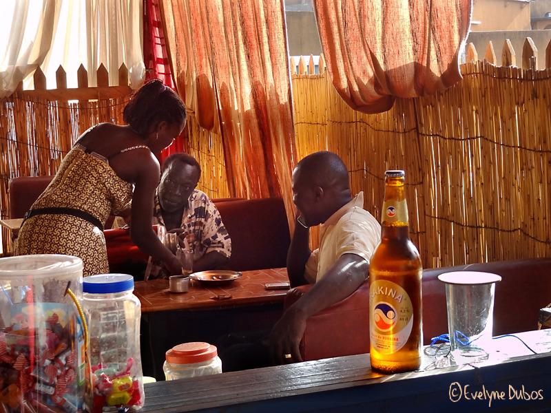 45° à l'ombre : une Brakina, bière du Burkina !
