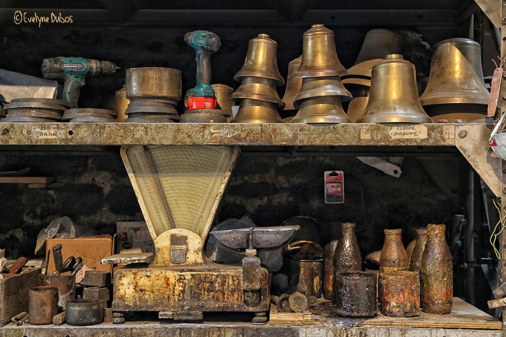 A la fonderie de cloches - 1 -