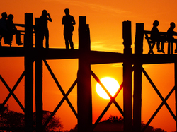 Un soir sur le pont U Bein.