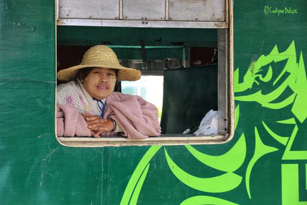 Le voyage en train (4) : pau(o)se à la fenêtre.