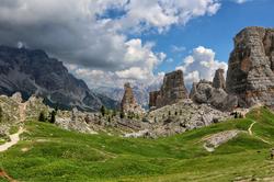 Dolomites : Le Cinque Torri.