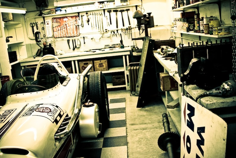 garage and indy race car