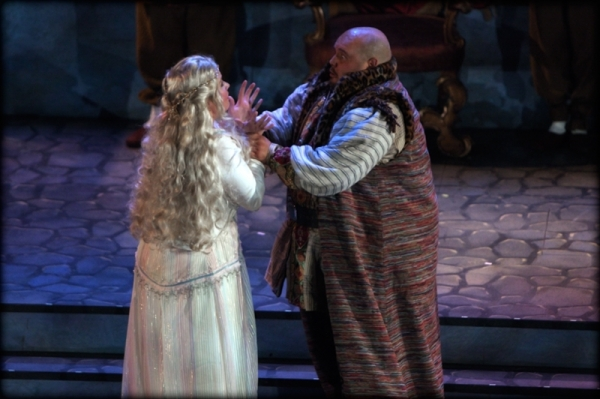 Otello confronts Desdemona in a jealous rage