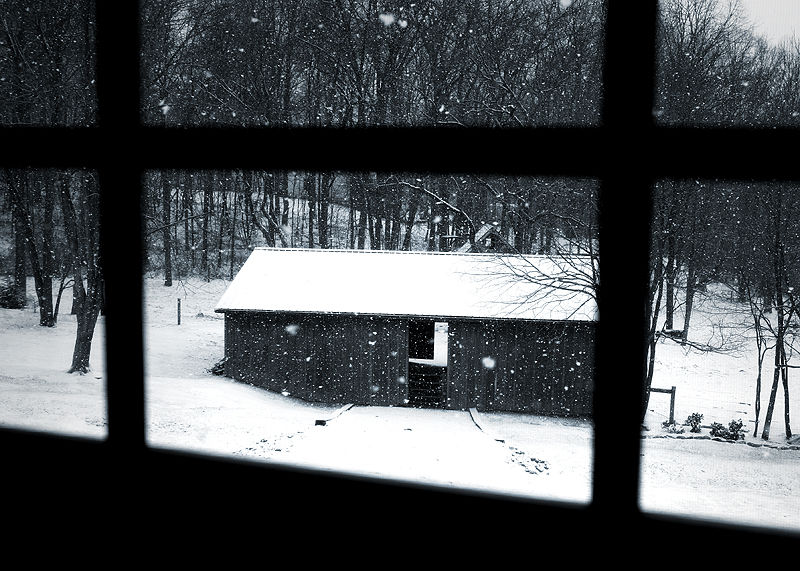 a barn in the winter