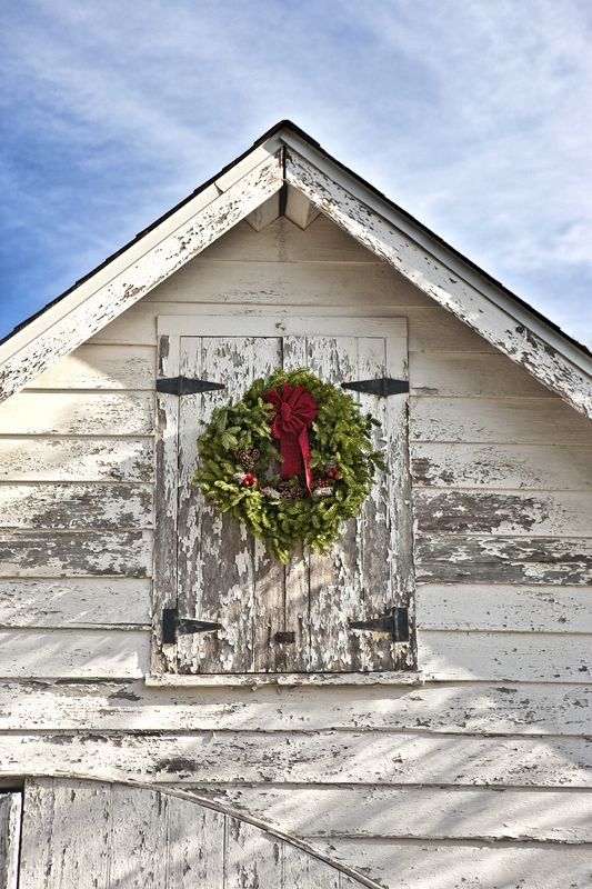 christmas wreath on a barn