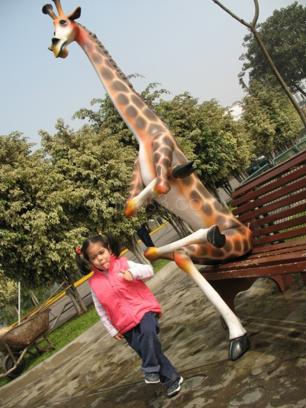 Mili and the Giraffe