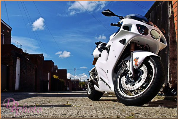 kawasaki ZX7-R in white with underseat exhaust