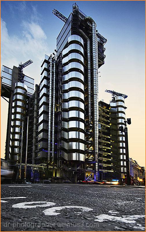London's Lloyds-TSB Monument building at dusk