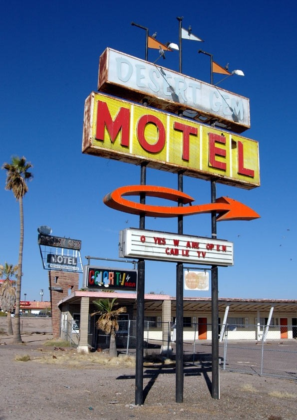 Desert Gem Motel - O Yes W Are Open