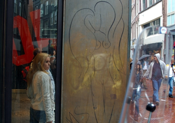 Nude graffiti