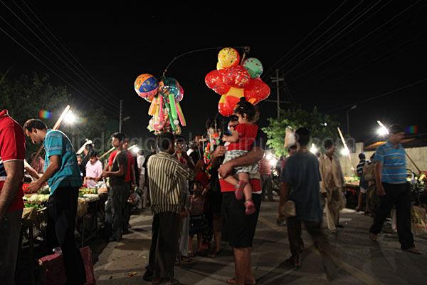 Scene at Sunday Vegetable Market, Noida, India