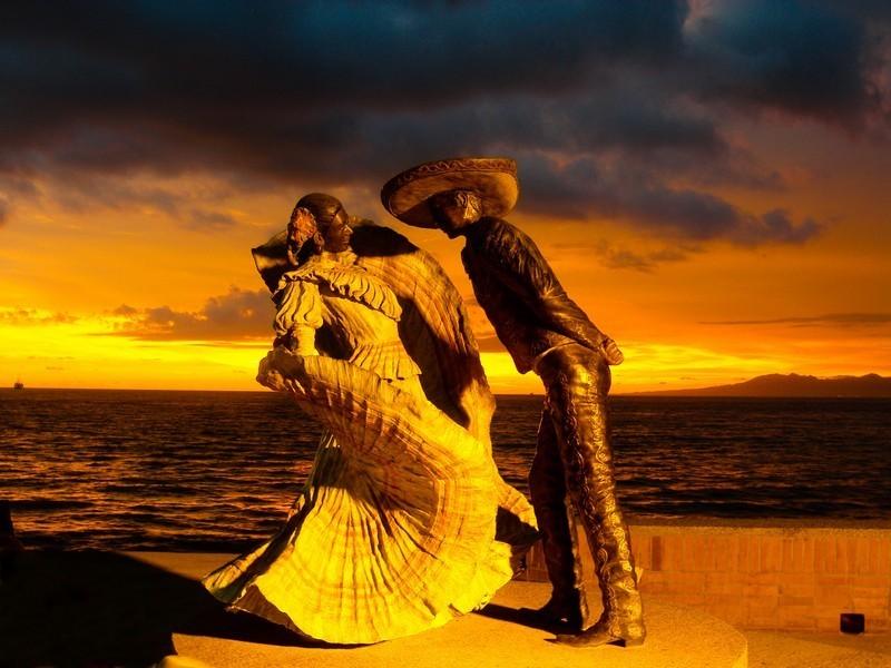Xiutla Puerto Vallarta Statue